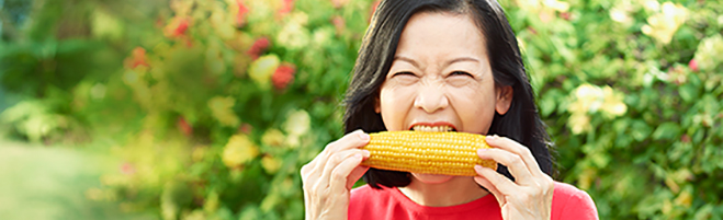 WOMAN eating corn localized version