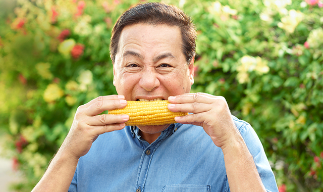 MAN (not woman) Eating corn - localized version